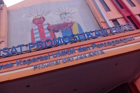 Gedung UMKM Pusat Promosi Ikan Hias Prov. DKI yang Tidak Kunjung Selesai Pengerjaannya