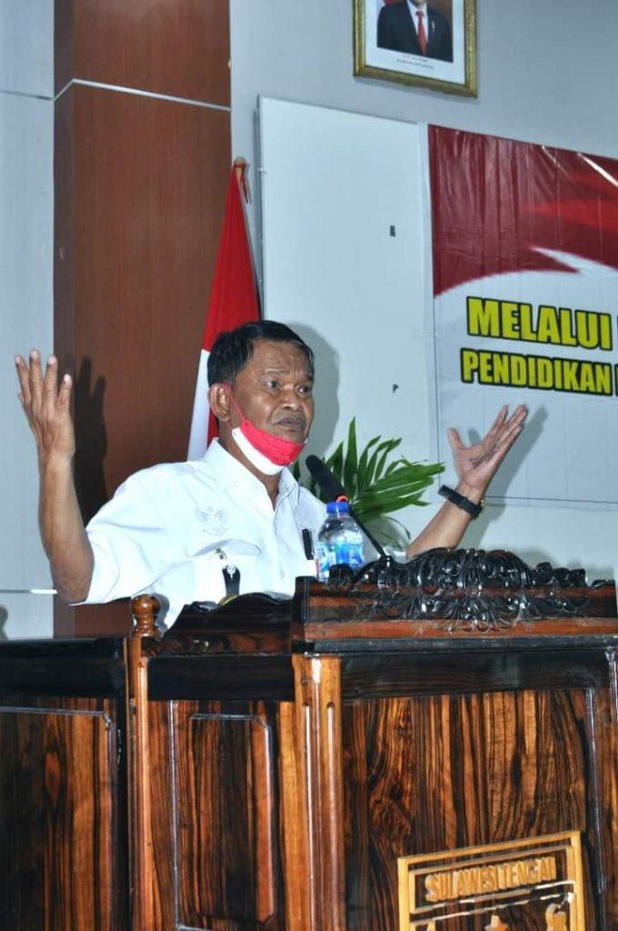 Gubernur Sulawesi Tengah, H. Rusdy Mastura Bagikan Tanah 200 Ha Kepada Rakyatnya